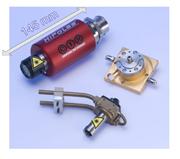 高出力と堅固な構造を備えたマイクロチップレーザー