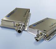 小型筐体から6波長を高効率ファイバー出力するーザービームコンバイナ