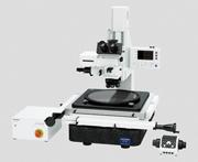 大型の正方形ステージにより効率的な測定が可能な顕微鏡