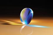 光の一方向のみを集光するようにデザインされたシリンダーレンズ