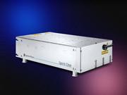 電源一体型の産業用フェムト秒レーザー