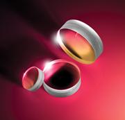 光軸上での球面収差と色収差を補正するアクロマティックレンズ