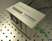 小型・高性能なレーザー波長計