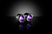 レーザー光源から出射されるレーザー光を集光するレーザーフォーカシングレンズ