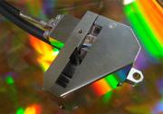 ピコメートルの分解能を持つ非接触変位計