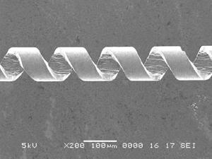 図3 円筒試料外面の螺線パターンをもとに作製したマイクロコイル
