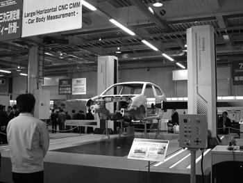 図2 車体測定システム(ミツトヨ70周年記念展,2004)